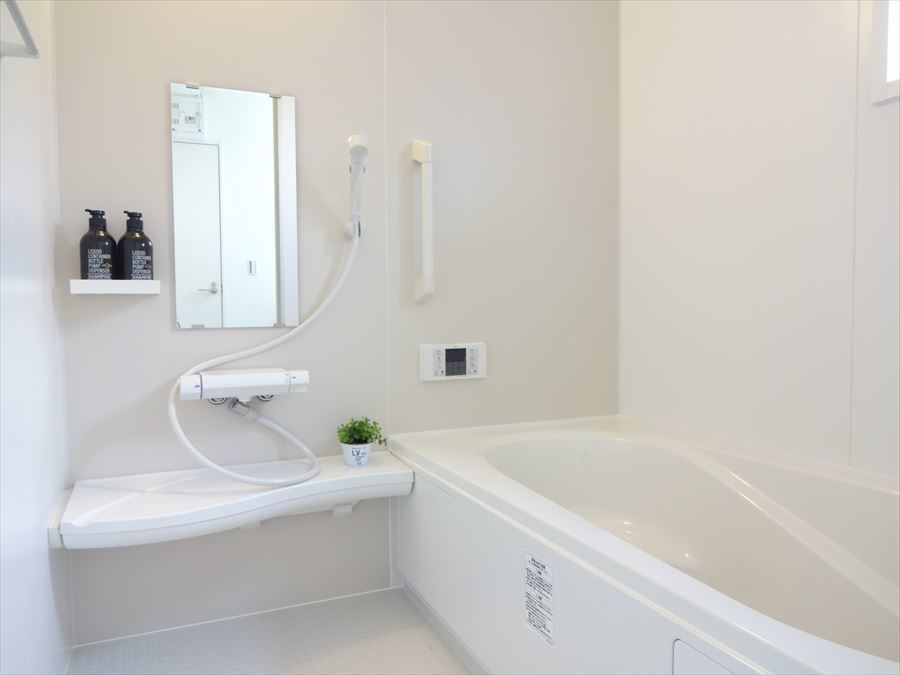 広々とした浴室で1日の疲れも癒されますね♪