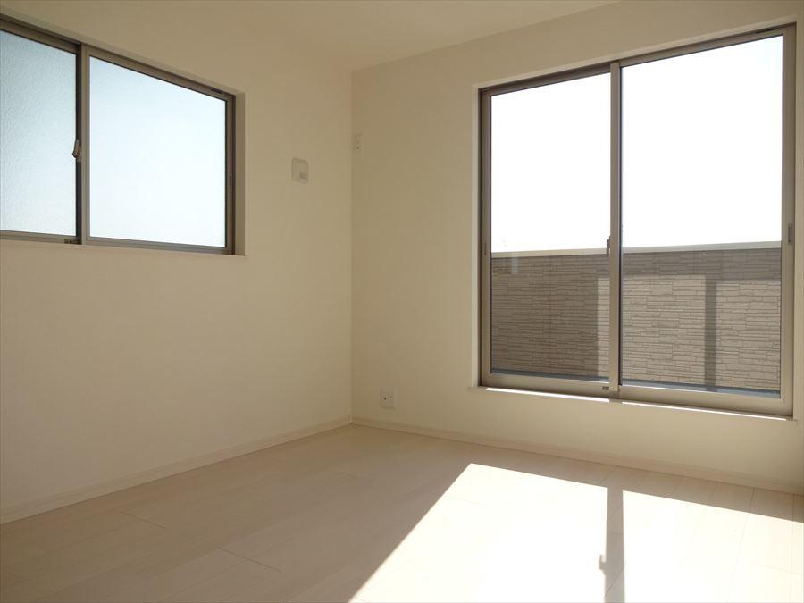 バルコニーへ出ることのできる洋室が2部屋あり、大きな窓から光が入りますので、明るい気持ちでお過ごしいただけます。