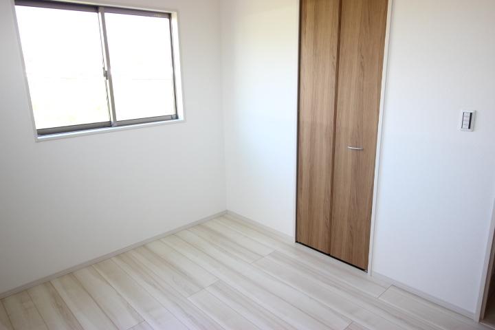 2階 5.25畳洋室 子供部屋や書斎にしていいですね クローゼットつき