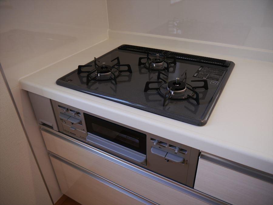 3口コンロで「煮る」「焼く」「茹でる」を一度に実現!お料理の効率がアップします!