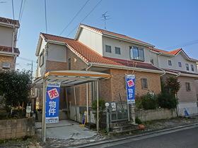 【外観写真】 閑静な住宅街にございます(^_-)-☆ カーポートもございます!