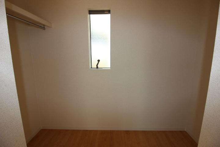 ウォークインクローゼット 2階洋室にはウォークインクローゼットがございます。オシャレママの味方!