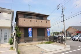 【外観写真】 2010年3月築 人気の角地です♪ 駐車スペースは2台分あります。