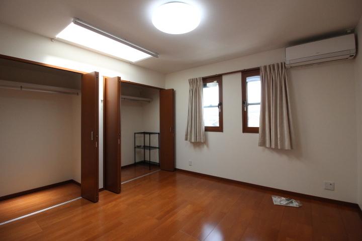 収納力に自信♪2階8帖の洋室は、主寝室にいかがでしょうか。