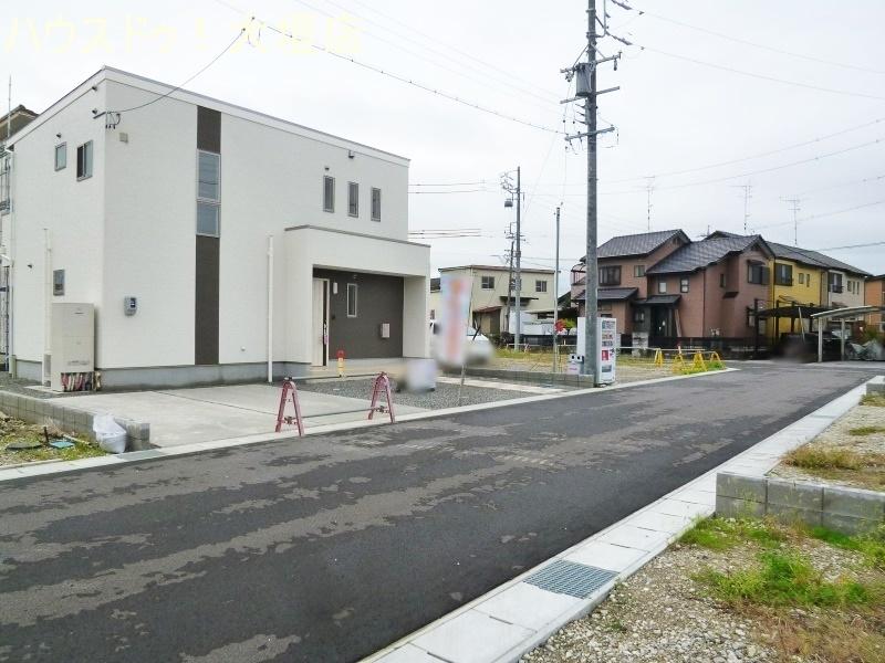 前道6.0mで駐車もスムーズ。駐車は4台可能です。