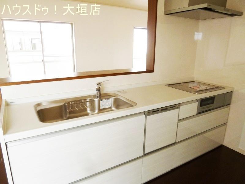 食器洗浄乾燥機付きで忙しい奥様を手助けします。
