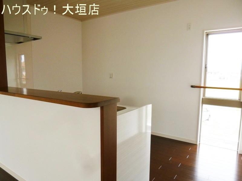 カウンターキッチンは作業スペースを確保。お料理も捗りますね。
