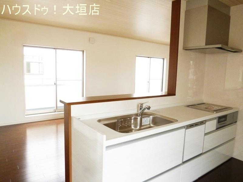 2階に備わったLDKや水まわり、バルコニーへも動線がスムーズ。家事が一気に片付きますね。