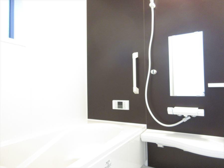 大人な雰囲気の浴室は落ち着いた空間。毎日の疲れをここで癒してください(^^)♪