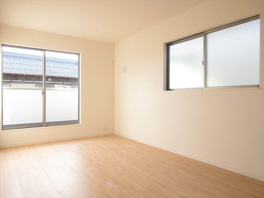 2階には洋室が3部屋ございますので、プライベートな時間も大切にできますね(^^)