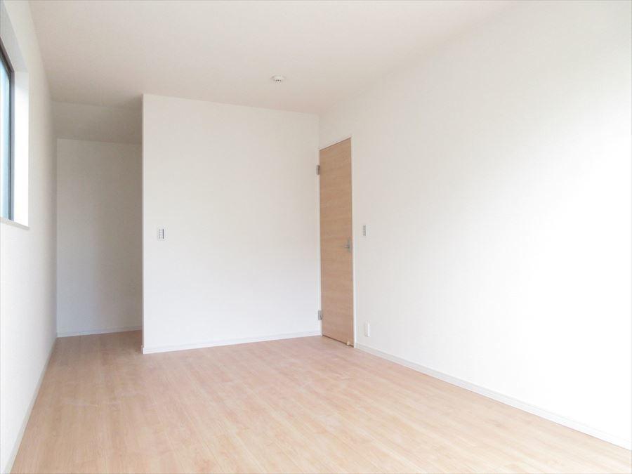 2階8.25帖の洋室です。ウォークインクローゼットもあります♪主寝室にいかがでしょうか(^^)
