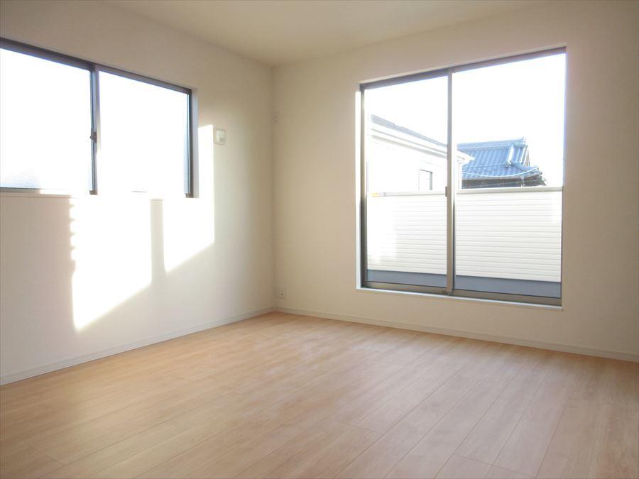 2階には洋室が3部屋。全室2面採光で明るいお部屋になります♪どんな風に使おうか考えるのが楽しみです(^^)