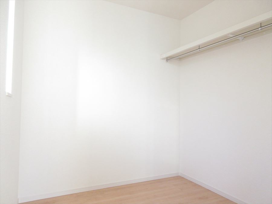 2階の7.875帖の洋室には嬉しいウォークインクローゼットが♪お洋服たくさん掛けておけます◎