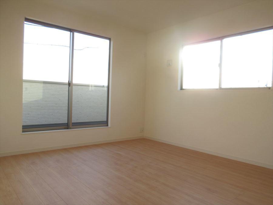 2階には洋室が3部屋あり、それぞれの空間を大切にできます◎ご家族の時間、プライベートの時間どちらも大切にできる間取りです(^^)
