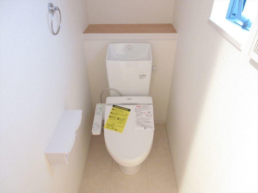 棚付きトイレはとっても便利!お洒落にDIYもできちゃいますよ♪