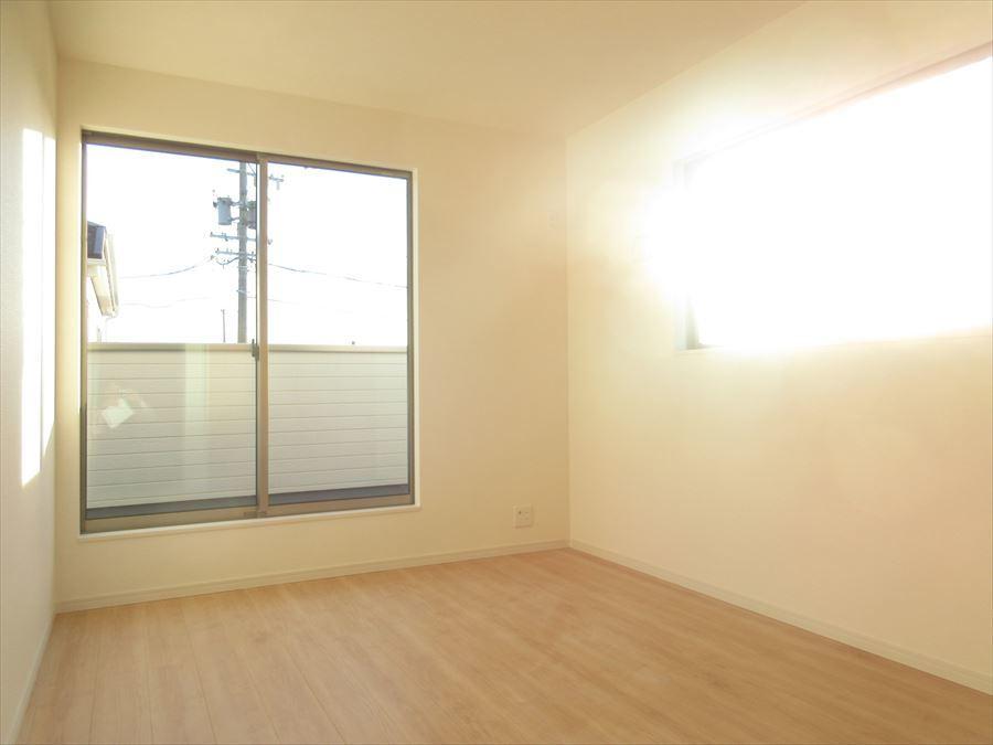 2階には洋室が3部屋。どんな用途で使おうか考えるのも楽しいですね♪