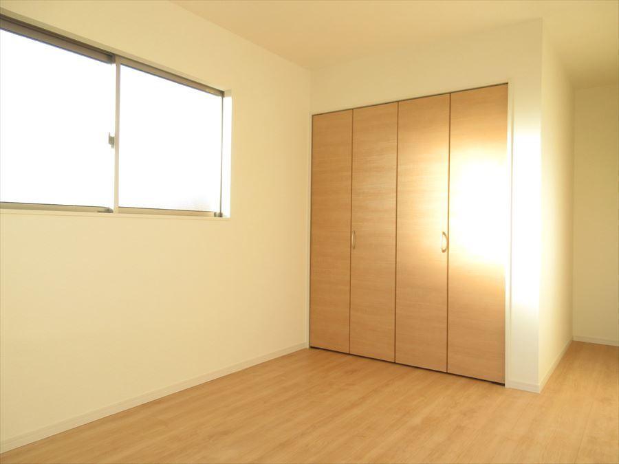 2階のお部屋は全室2面採光で明るいお部屋に♪穏やかな気持ちで過ごせそうです(^^)