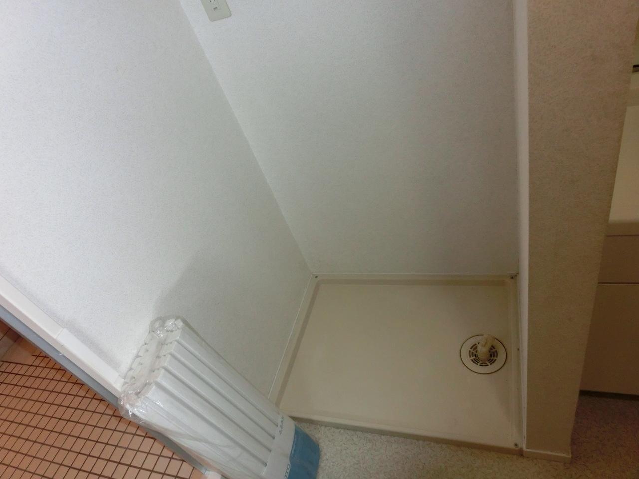 室内に洗濯機置き場設置されております!