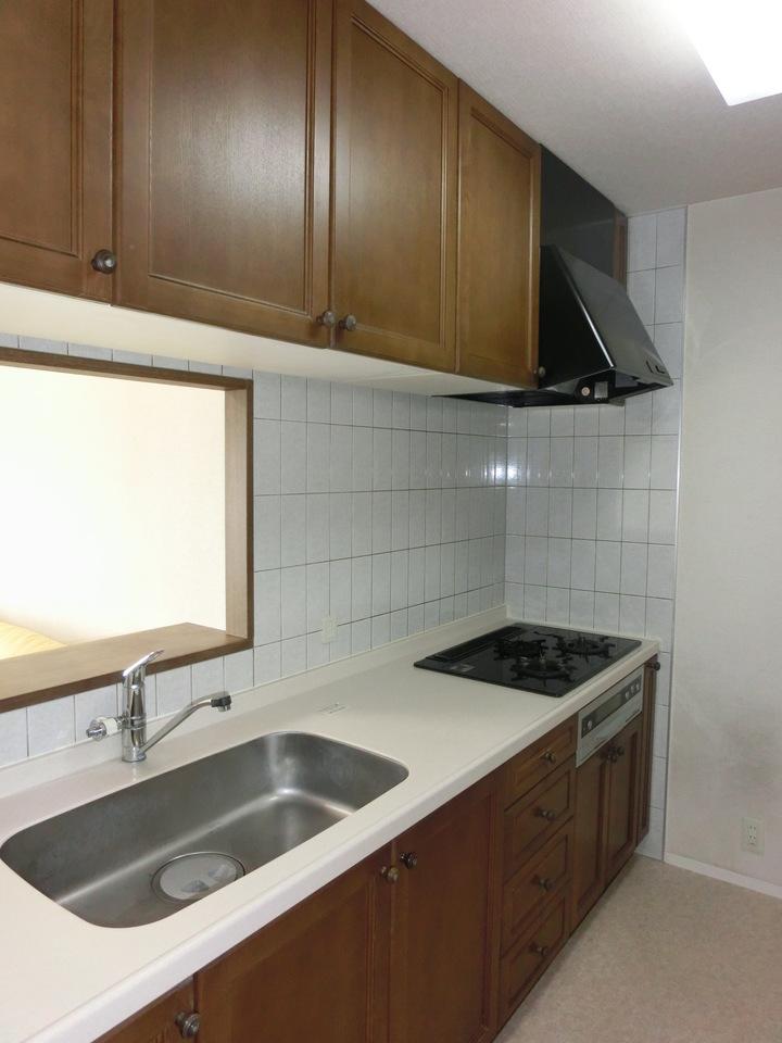 キッチンの収納スペースは木材を使っているのでオシャレですね^^