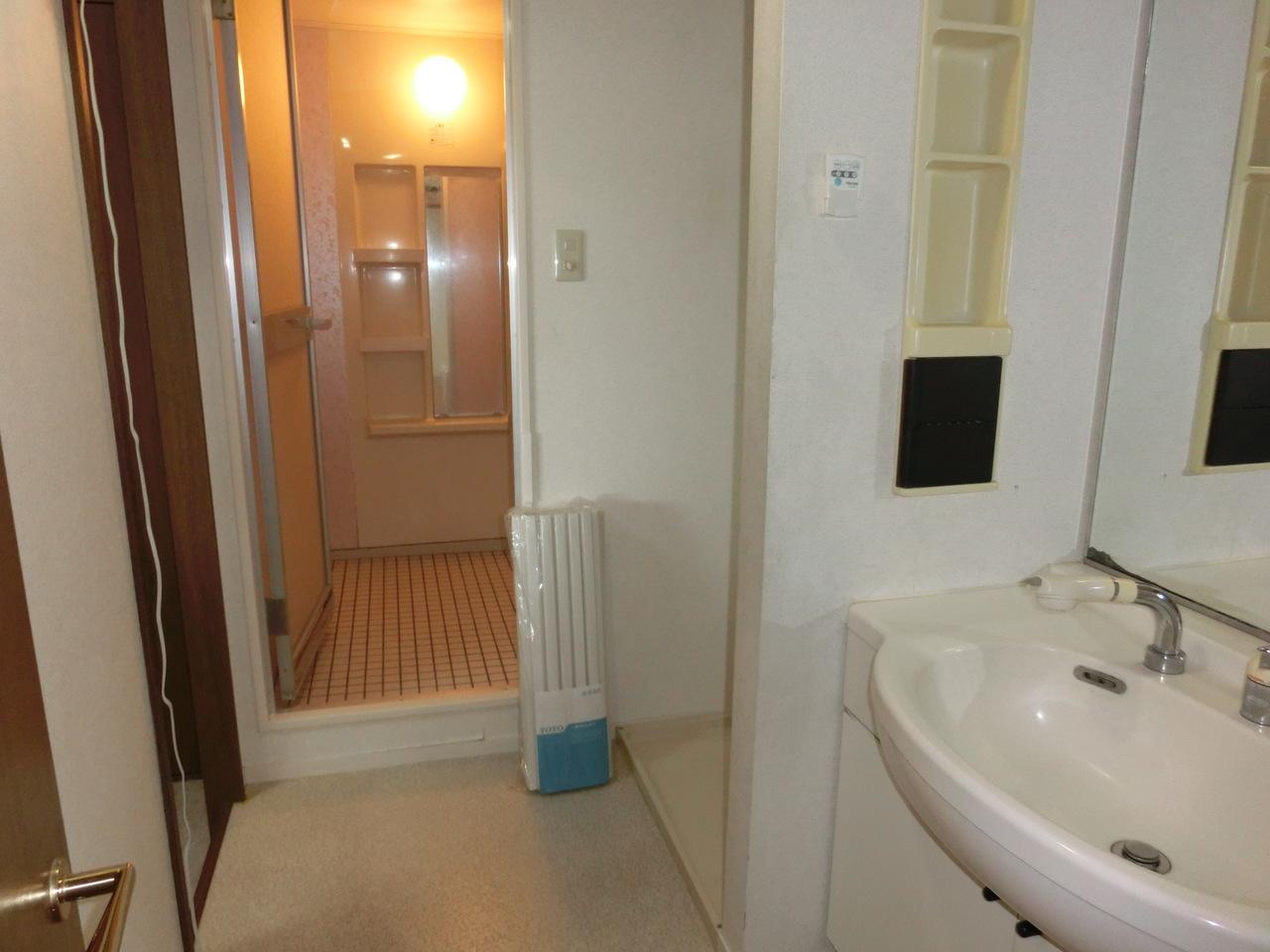 洗面室と浴室です。