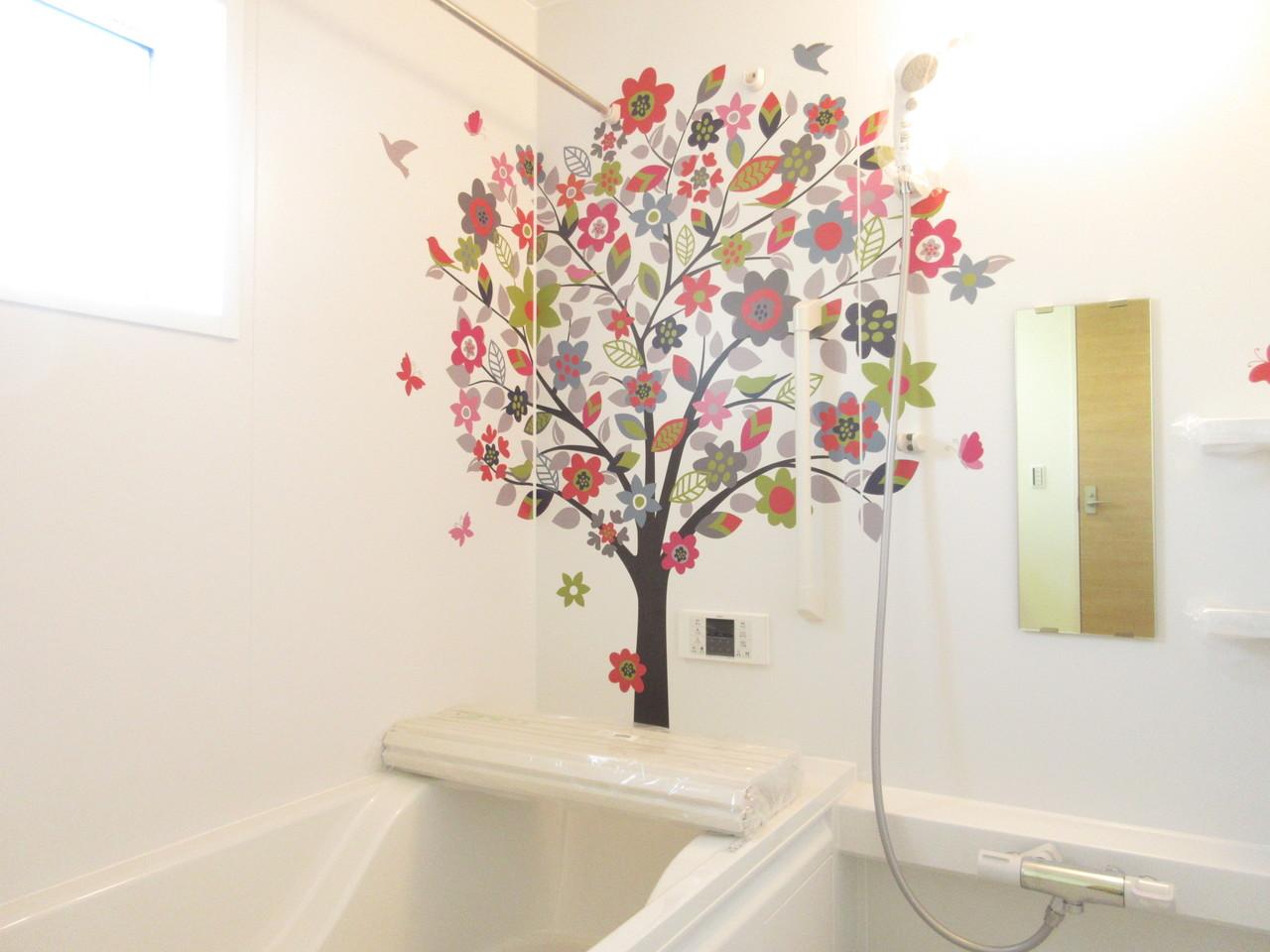 浴室の壁にアクセント。個性的なお風呂で楽しくバスタイム♪