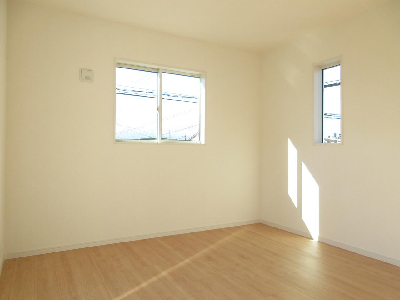 室内は木目の落ち着きの感じられる雰囲気になっています。