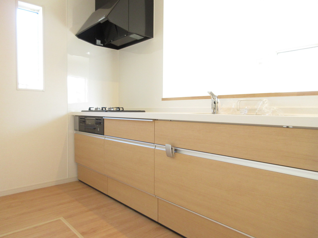 キッチンに立たれた奥様が家族の様子をぐるり見渡せる開放的なリビング空間。