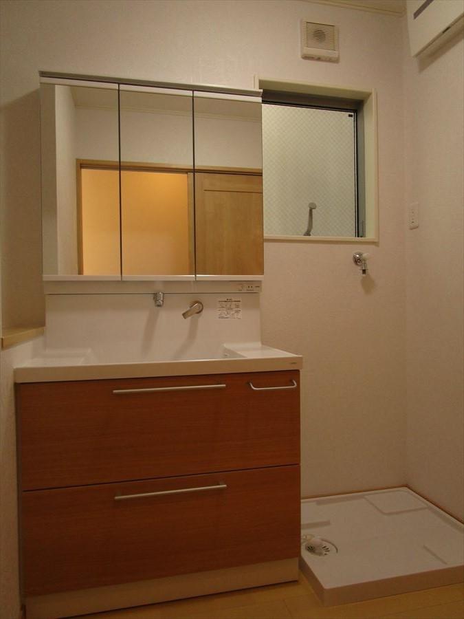 家電も収納できる食器棚付きのキッチン!