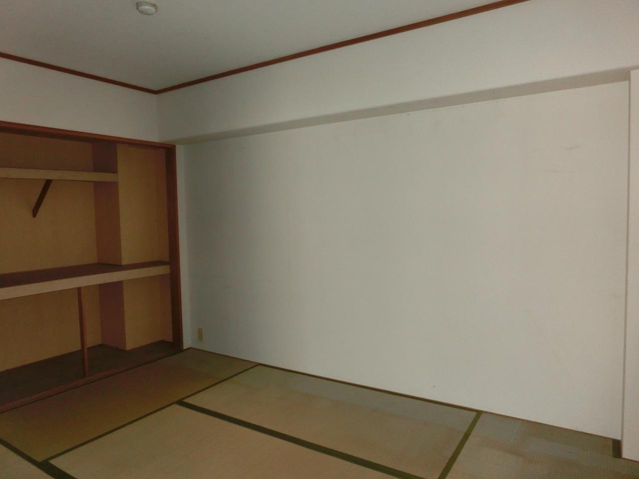 和室6帖です。 押入れも収納十分できます。