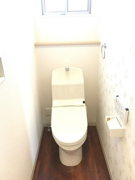 トイレは1階と2階に!!家族みんなが使う設備だからこそ、使いやすさと清潔さを考えたトイレが採用されています☆