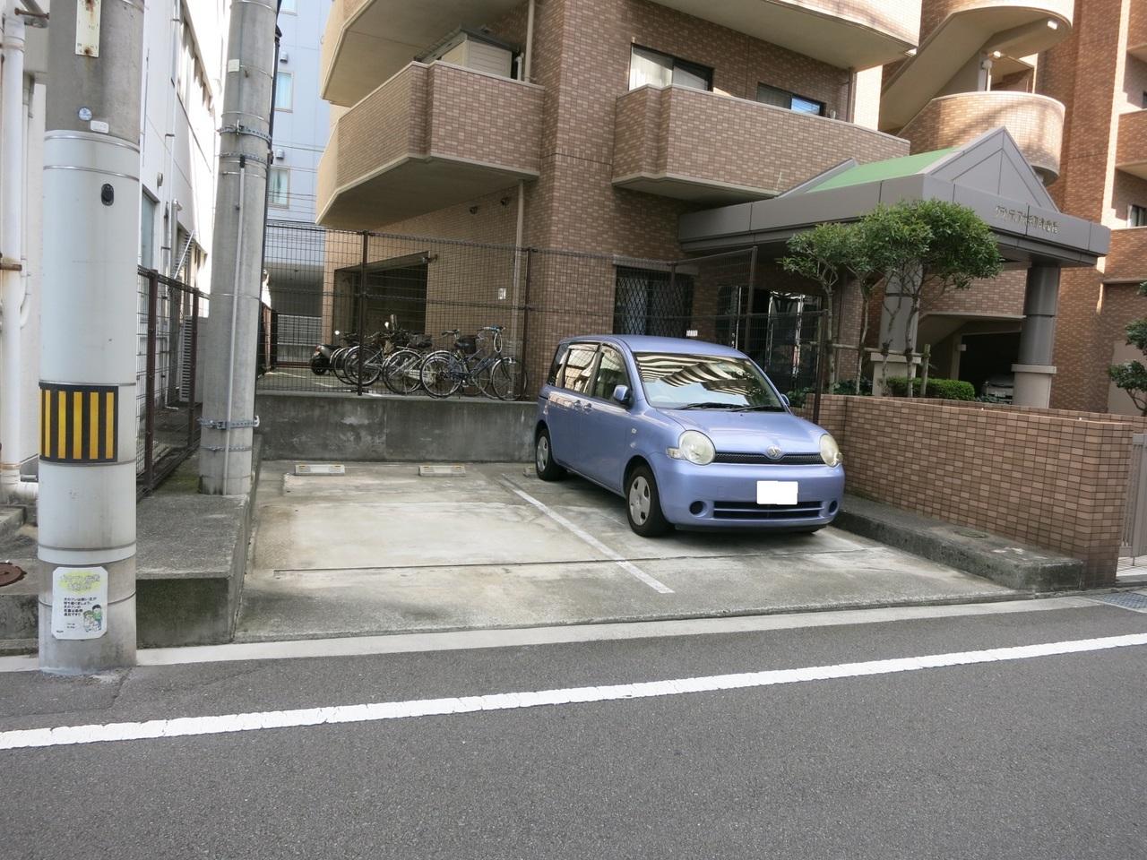 屋外平面駐車場