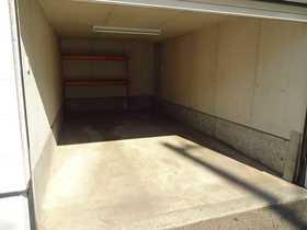 千歳市桂木の中古住宅、リフォーム済みです(平成29年10月)。シャッター車庫、ほかに敷地内で2台駐車可能です。