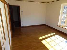 千歳市桂木の中古住宅、リフォーム済みです(平成29年10月)。リビング、全室クロス貼り替え。