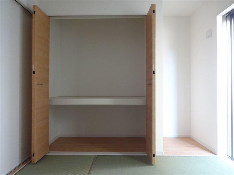 和室の収納は、奥行きがあり、お布団などのかさ張る物の収納に活躍します。