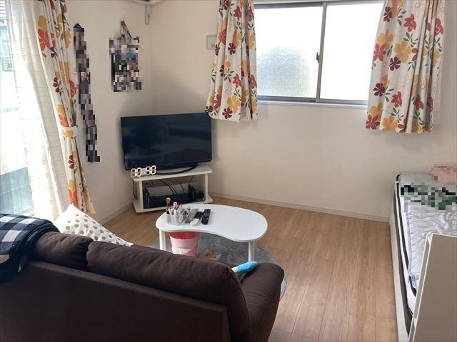 バルコニーへ出られる8帖の洋室は主寝室にピッタリですね。