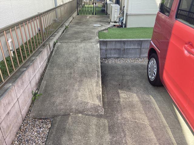 8帖洋室の収納です。下に衣装ケースやラックなどを置くと収納力がアップしますね。