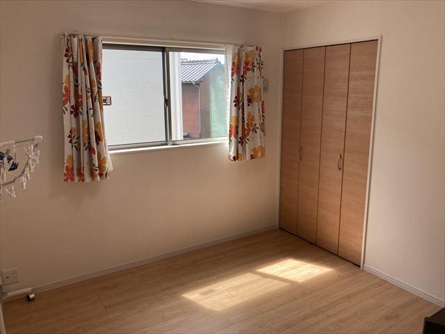 6.125帖洋室。南側のお部屋になっています。