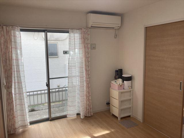 リビング横の5.25帖洋室。小さいお子様の遊びスペースとしてもご利用いただけます。