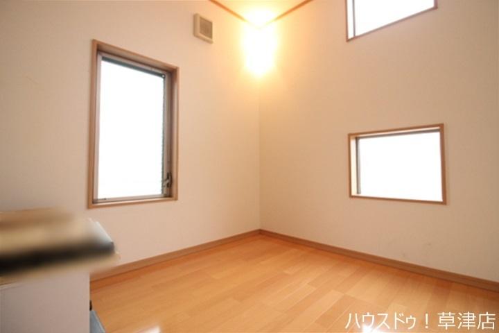 ロフトになります♪全居室収納完備。収納家具を減らして広々空間をお楽しみいただけるように工夫されていますね。