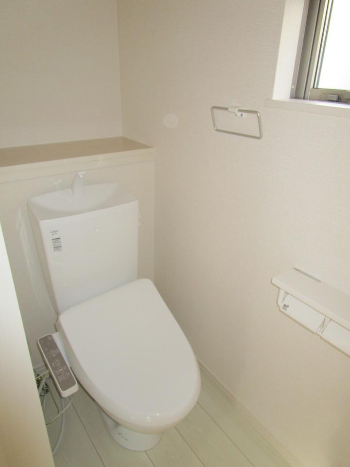 2箇所あるトイレは快適な温水洗浄便座付