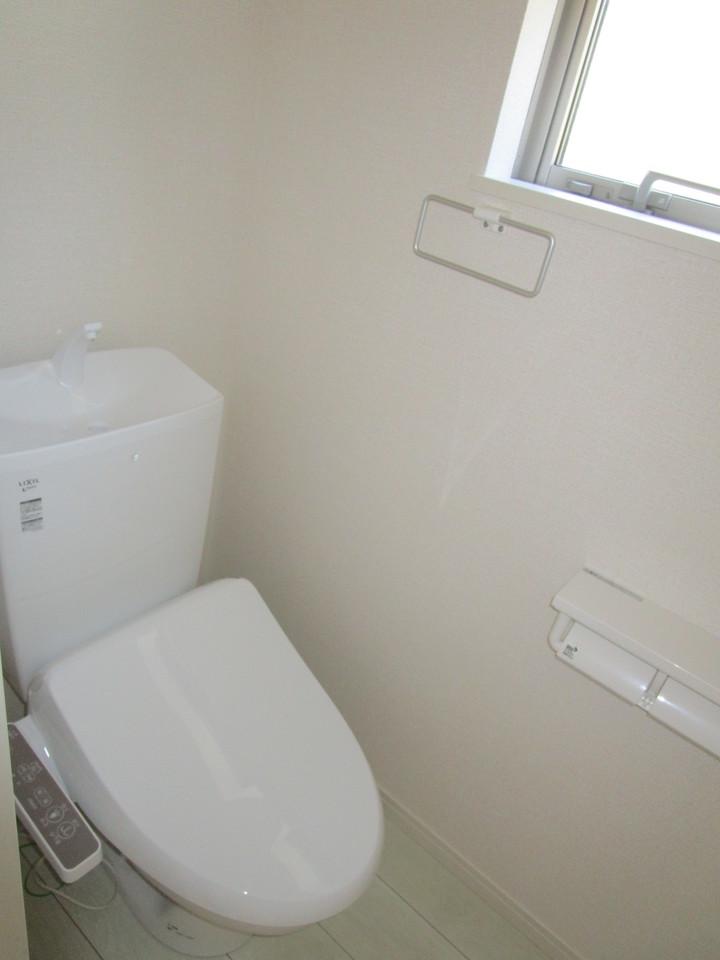 2箇所あるトイレは快適な温水洗浄便座付き