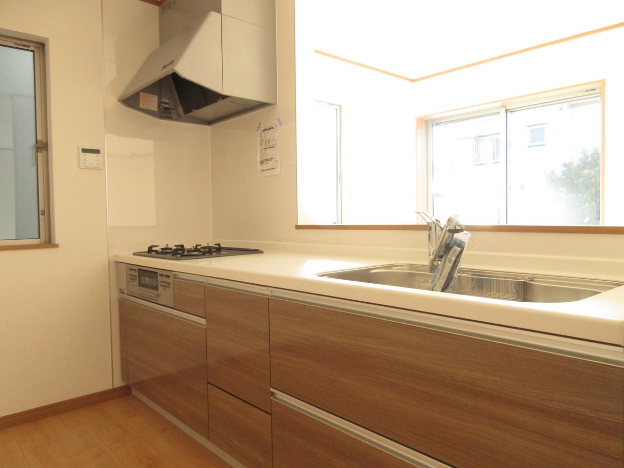 使いやすく機能的なキッチン。 作業スペースもあるのでお子様とお料理も楽しめます。