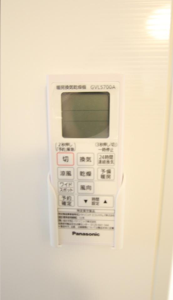 雨の日のお洗濯に役立つ浴室乾燥機。 浴室のカビ予防にも活躍します。