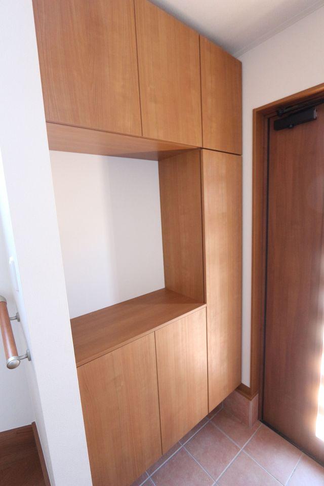 玄関には大容量のシューズボックスを設置しました。 40足は入りますので、散らかりがちな場所の整理に 大活躍です。