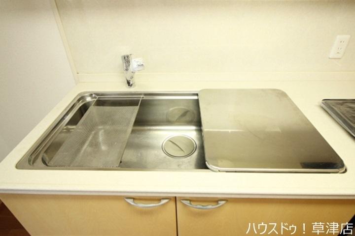 広いシンクなので大きい鍋やお皿も置けて使い勝手が良さそうです♪