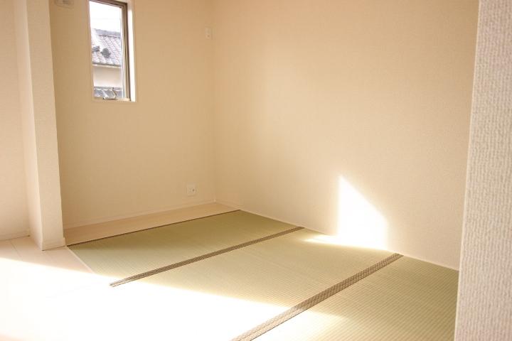 3.5畳のたたみコーナーがあります リビングとつながっている為、開放感があふれる空間です