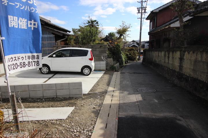 南側 公道 約2.7m 駐車場には2台駐車可能です