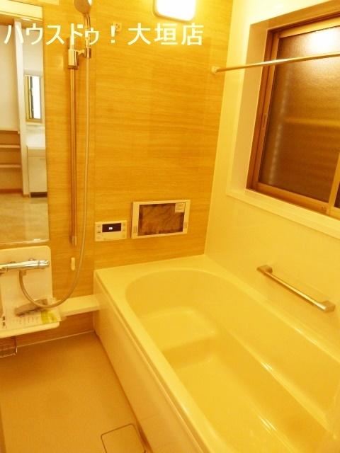 雨の日の洗濯も安心な浴室乾燥機付き。