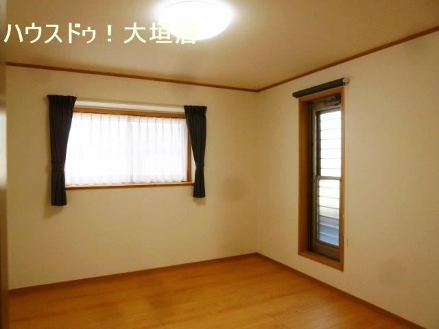2階3部屋がバルコニーへ出入り可能なお家です。