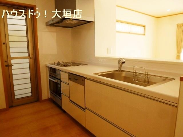 食器洗浄乾燥機付きで忙しい奥様を手助け。